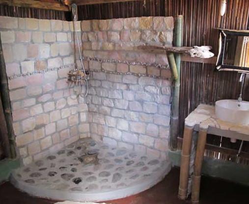 Douche en bois flotte for Salle de bain en bois flotte