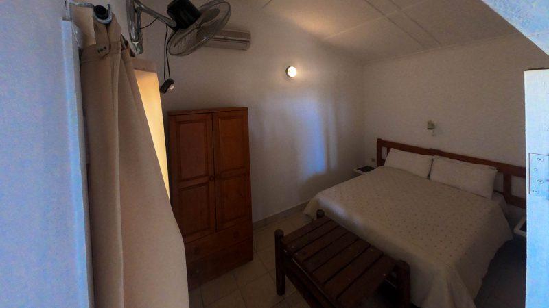 Chambre double dans bungalow pour 4